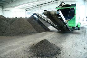 Imagen de la cribadora para el afino del compost