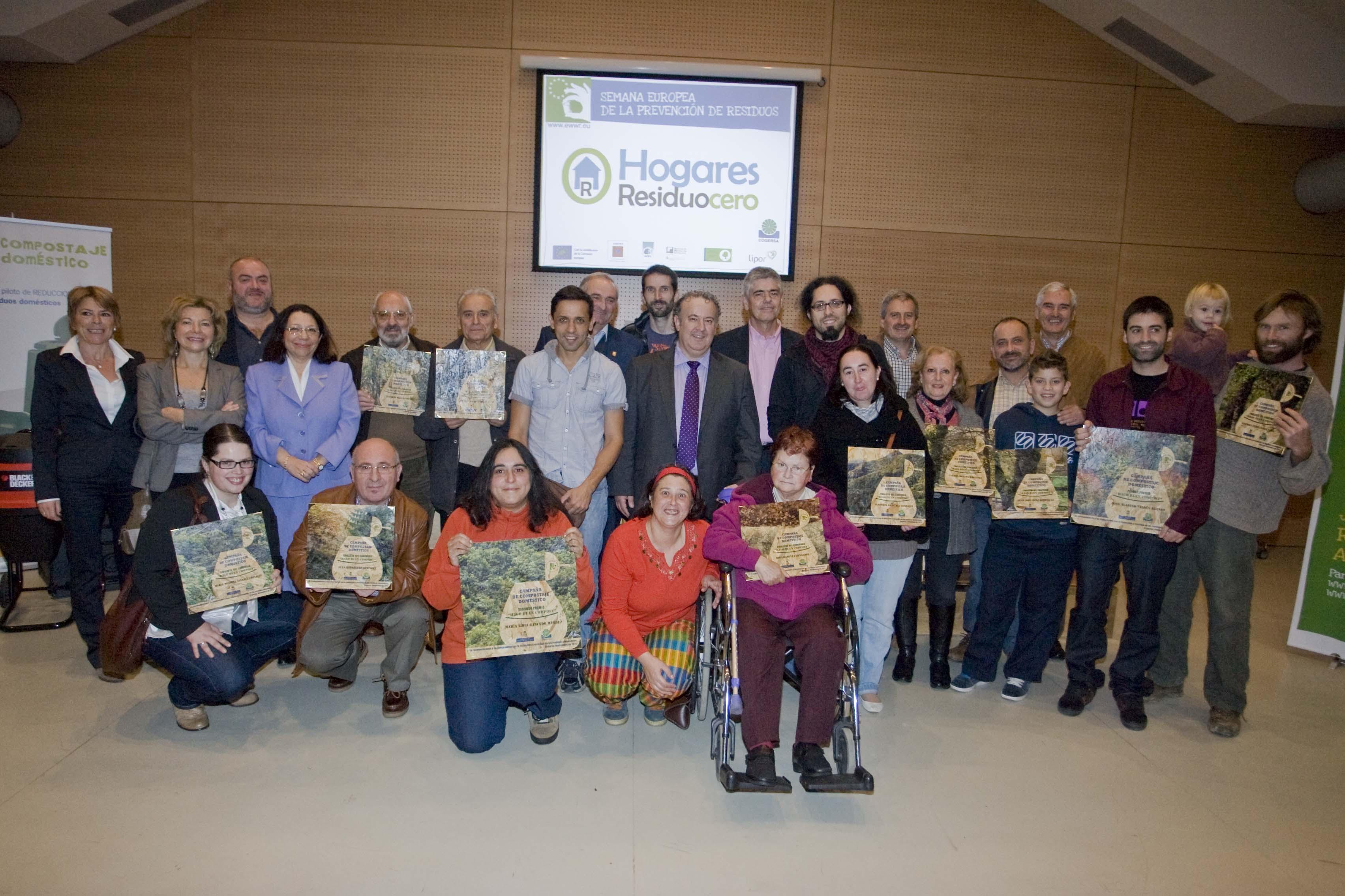 """Foto de familia de los ganadores del concurso """"Hago un buen compost"""""""