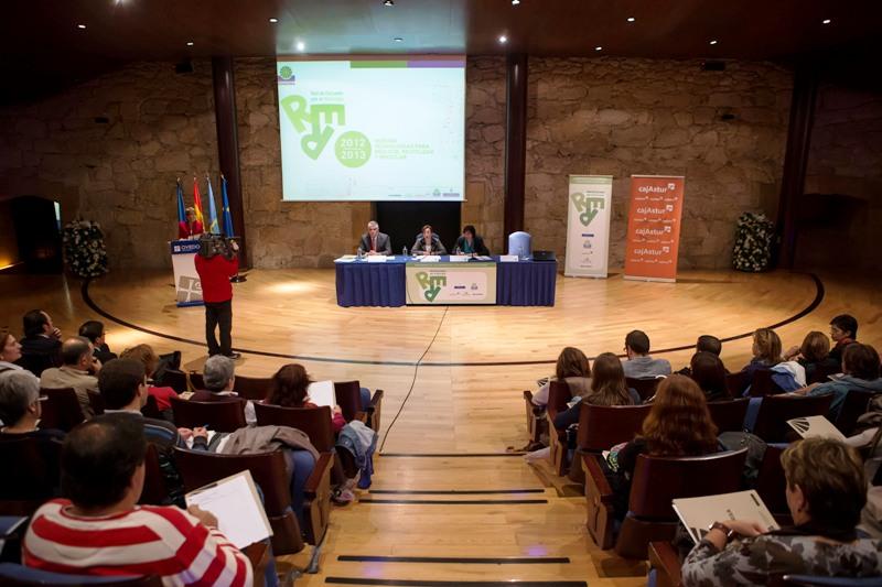 Imagen de profesores de la Red de escuelas en un Seminario de COGERSA