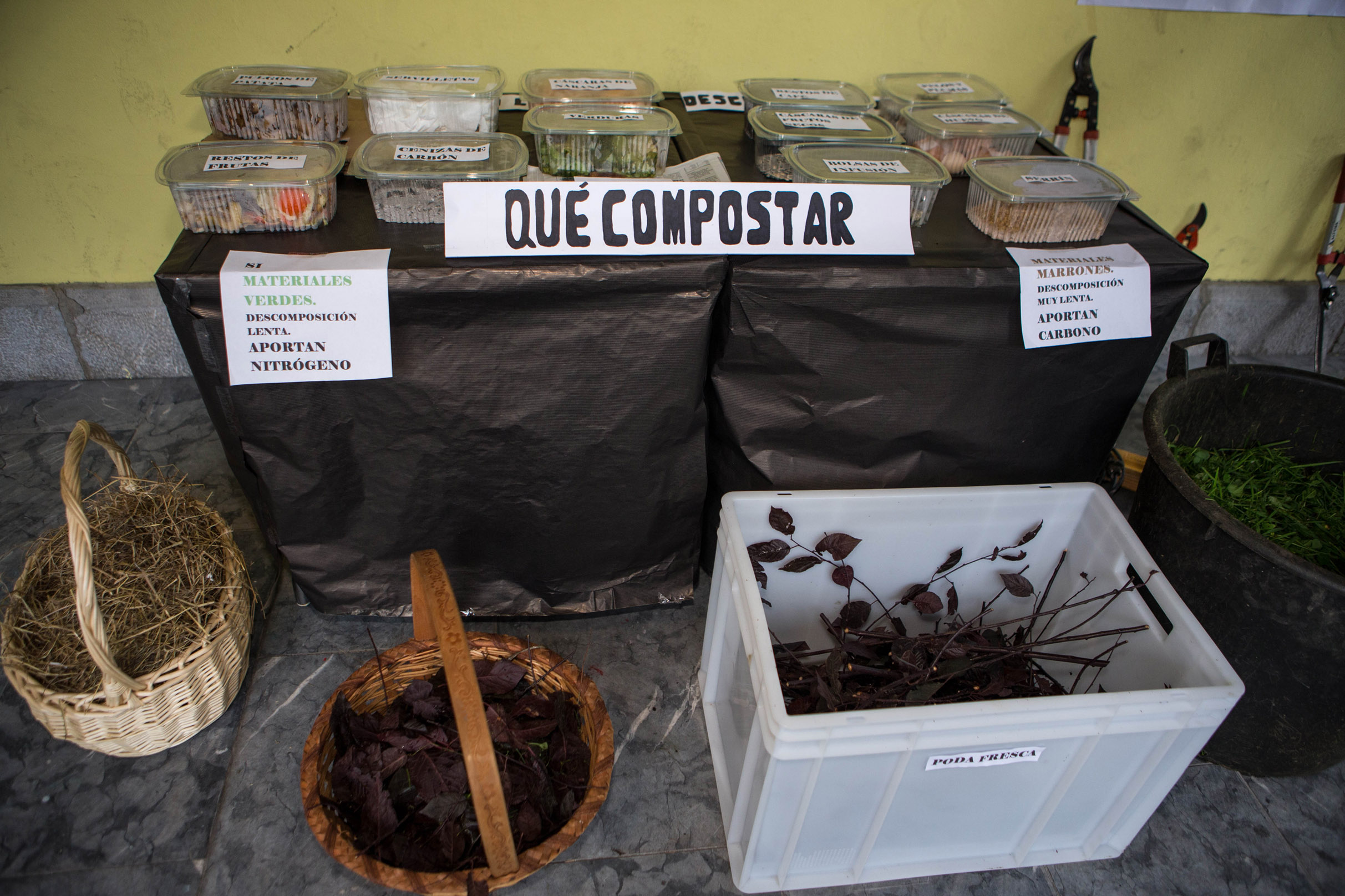 Una sesión formativa de compostaje comunitario impartida por COGERSA