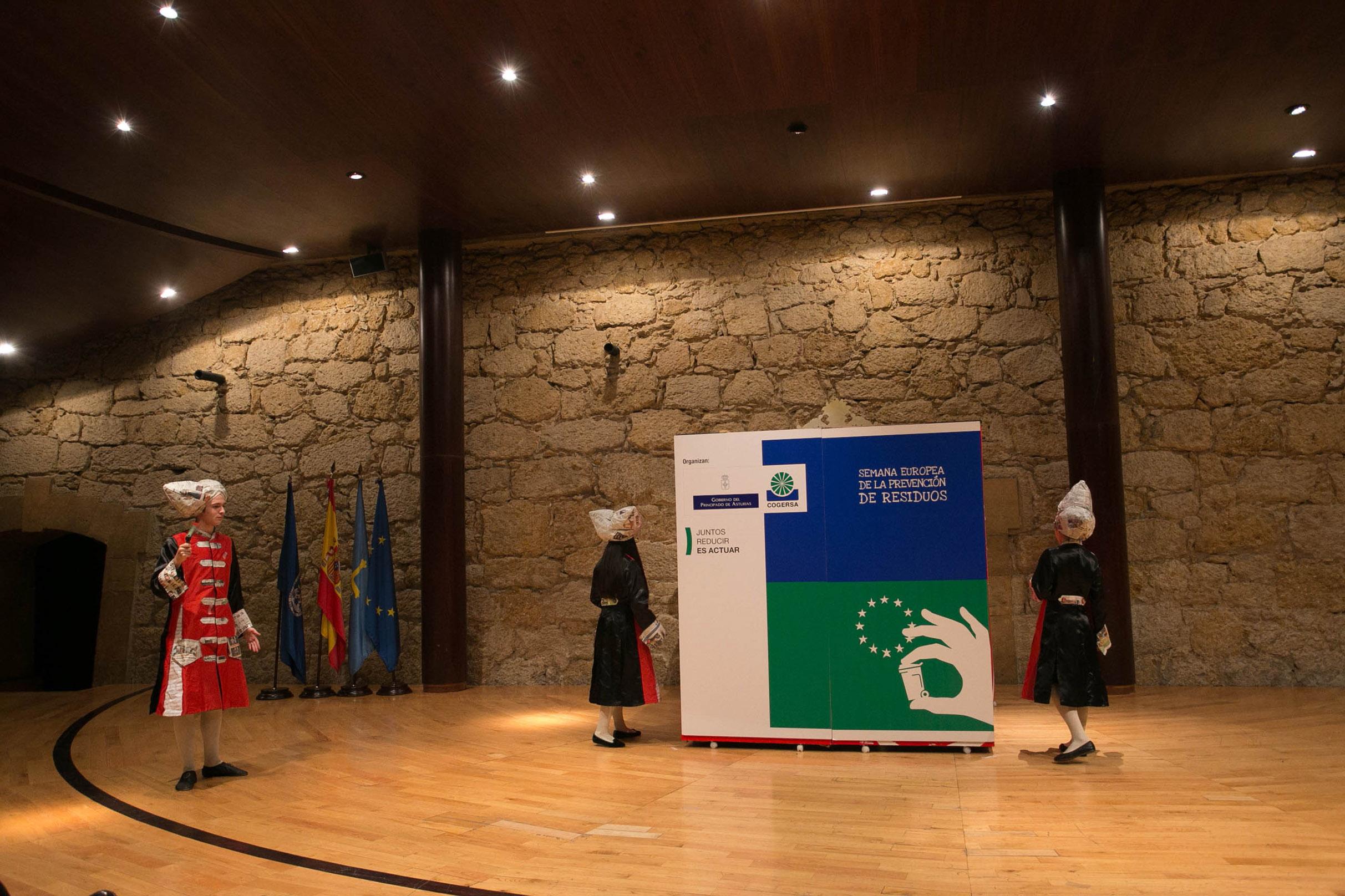 Foto de familia de los finalistas asturianos en los Premios de la Semana Europea de la Prevención de Residuos 2013