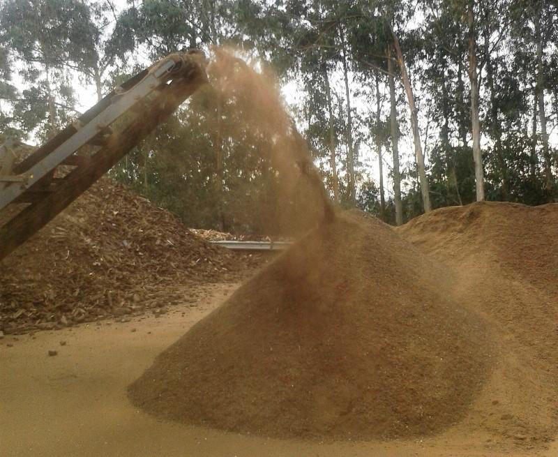 Foto del cribado del compost EDAR producido en COGERSA