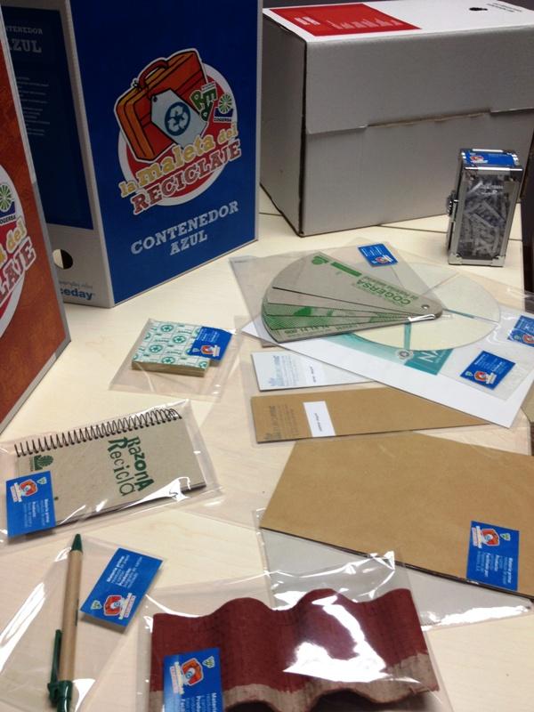 Foto de parte del contenido de la Maleta del reciclaje