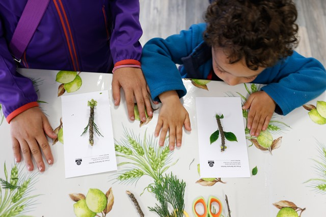Imagen de unos alumnos en un taller de COGERSA