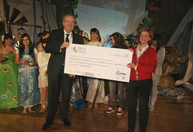 Buendía entregan el premio al IES de Infiesto, Piloña